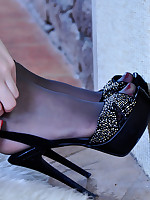 Hot sexpot takes off gorgeous open shoes to leek her smooth nylon clad feet